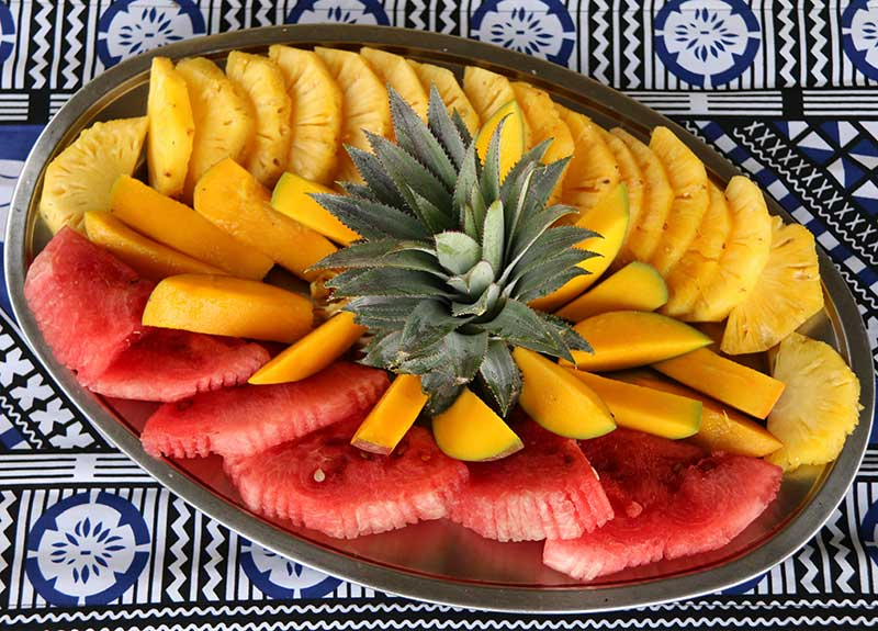 Breakfast-Fruit-Platter-at-Mantaray-Island-800_575