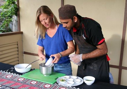 Cooking-Class-Fiji-Mantaray-Island-Resort-800_575-440x310